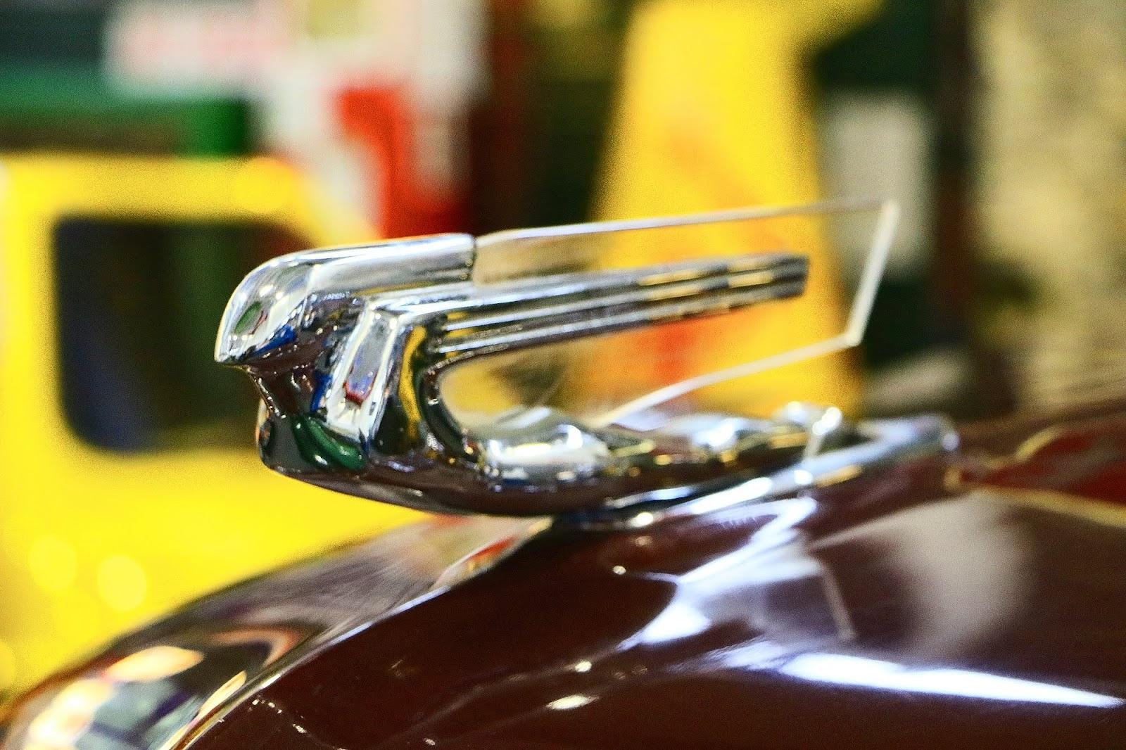 1938 Cadillac 75 Fleetwood Limousine Bonnet Emblem.jpg