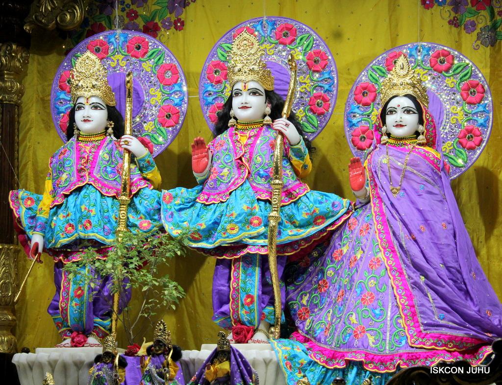 ISKCON Juhu Mangal Deity Darshan on 19th Jan 2017 (13)