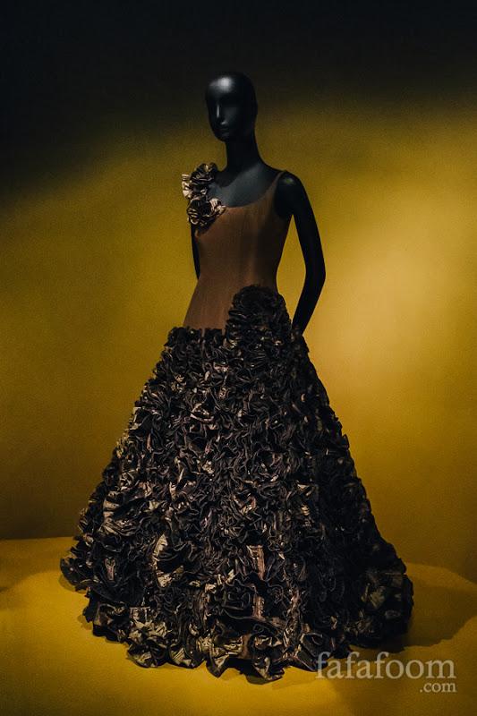 Oscar de la Renta, Evening dress, Fall 2005.