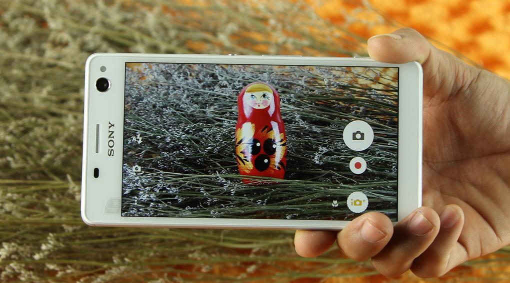 Sony Xperia C4 Dual có camera trước 5MP, camera sau 13MP. Cả hai đều song hành cùng đèn LED Flash