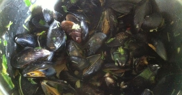 how to clean wild mussels