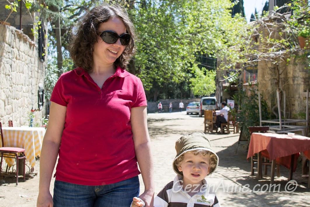 Adatepe Köyü sokaklarında dolaşırken, Çanakkale