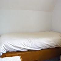 Room V-bed