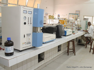 Laboratoire de l'Office Congolais de Contrôle (OCC) le 11/07/2013 à Kinshasa. Radio Okapi/Ph. John Bompengo