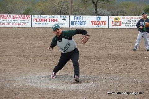 Nabor Soto lanzando por Perrones