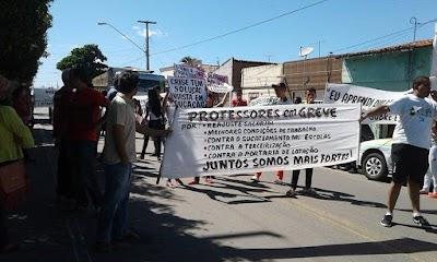 manifestações de alunos e professores na cidade de Quixadá nos dias 16 e 17 deste mês (2).jpg