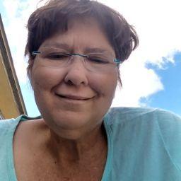 user Miss Pam apkdeer profile image