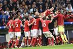 A góllövő walesi Ashley Williams (fent) a franciaországi labdarúgó Európa-bajnokság negyeddöntőjében játszott Wales - Belgium mérkőzésen, Lille, 2016. július 1-jén. (MTI Fotó: Illyés Tibor)