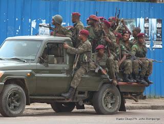 Des éléments de la  garde républicaine en patrouille non loin de la RTNC, la télévision publique attaquée le 30/12/2013 dans la matinée des jeunes gens armés. Radio Okapi/Ph. John Bompengo