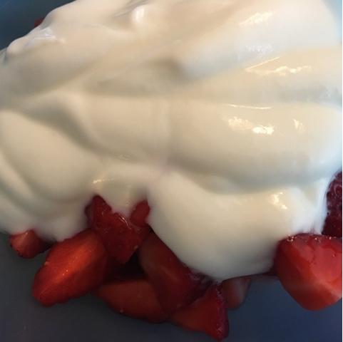 Erdbeeren mit Naturjoghurt