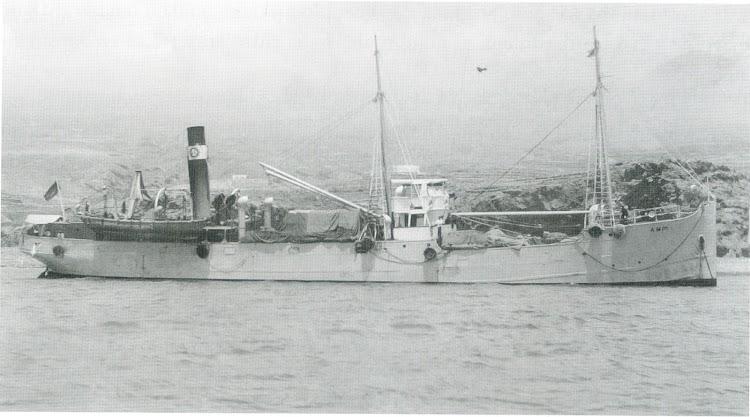El buque AMIR fondeado en aguas del Suroeste de Tenerife. Del libro de referencia.tif