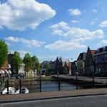 257-Ik wandel met Jeske het stadje in.