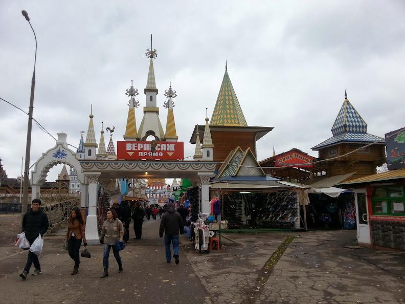 Izmailovsky Market souvenir shopping