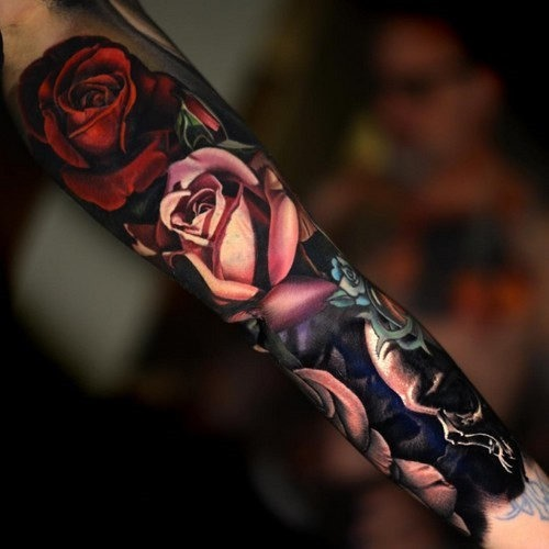 esta_brilhante_rosa_e_o_crnio_de_manga_tatuagem