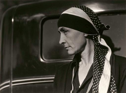 Georgia O'Keeke photographed by Alfred Stieglitz 1929
