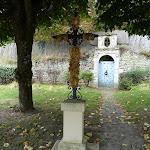 Croix buisée et portail renaissance