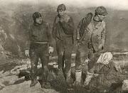 11.1966г. Плато Чатыр-Даг. Вышли из пещеры. Вид спереди.