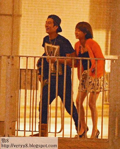 親密繑手 <br><br>21/12淩晨四點 <br><br>之後二人行去寓所,其間 Vivian更情不自禁地繑實 Avis,而 Avis亦表現得十分受落,笑得好開心。