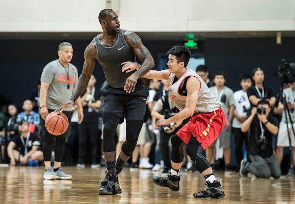 arma por qué heno  LeBron James Debuts Camo Soldier 10 During China Trip | NIKE LEBRON - LeBron  James Shoes