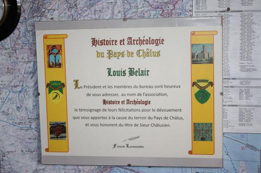 Oorkonde van de gemeente Châlus voor de archeologische bijdragen van Louis.