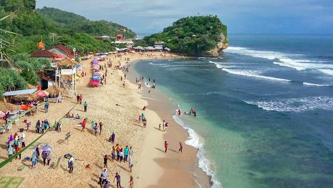 Ramainya Pantai Indrayanti
