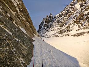 La pente de neige d'accès