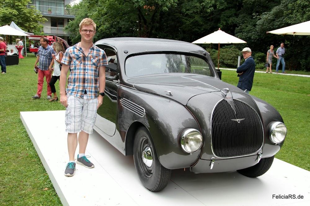 Ich und der Škoda 935 Prototype mit Stromlinienkarosserie und 2 Liter Wassergekühlten 4 Zylinder Boxermittelmotor und 55PS