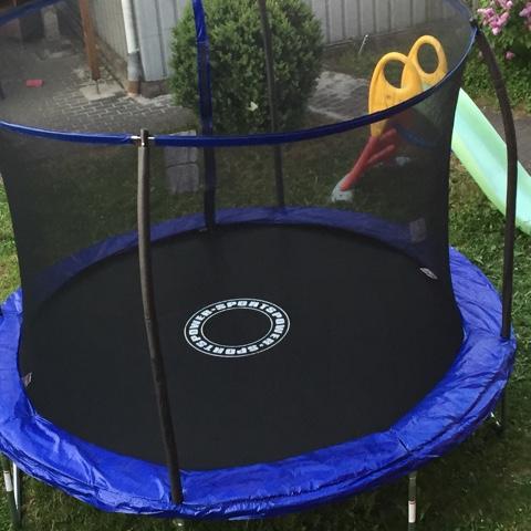 Trampolin mit innenliegendem Netz