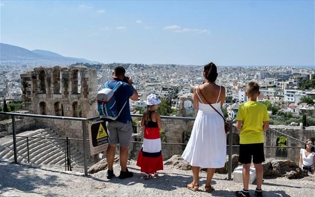 Πόσα έσοδα έχασε ο ελληνικός τουρισμός το 2020;