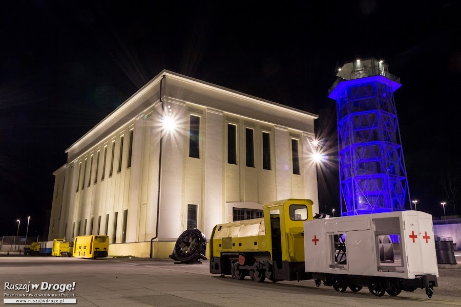 Stara Kopalnia w Wałbrzychu - kompleks oświetlony nocą