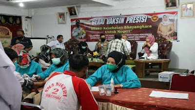 Polres Gelar Vaksin Presisi di SMAN 2 Bukittinggi