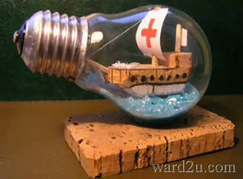 اشغال يدوية تحف من المصباح الكهربائى التالف