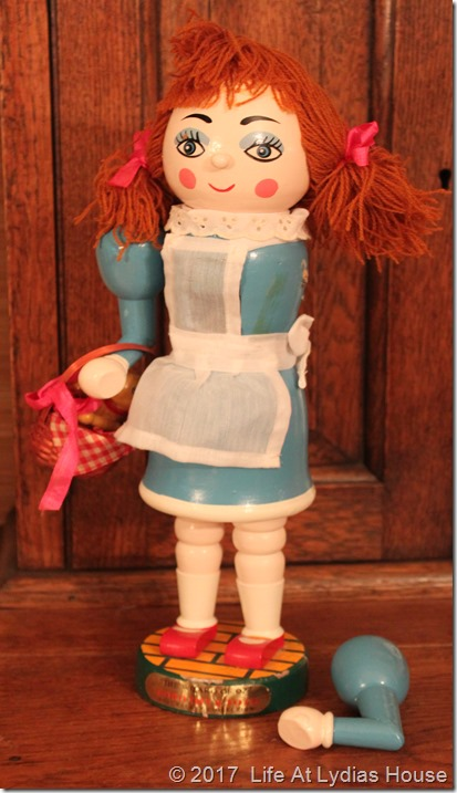 Dorothy nutcracker w broken arm