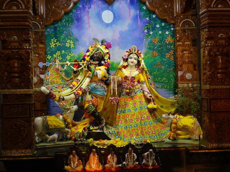 ISKCON Nigdi Deity Darshan 18 Dec 2015 (6)