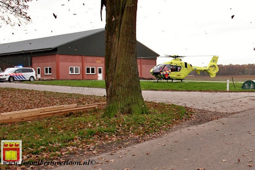 traumahelikopter landt in overloon 21-11-2012 (7).JPG