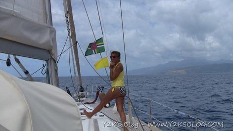 Issiamo la bandiera della Dominica e quella gialla.