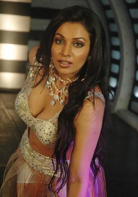 Asha Saini aka Mayuri stills from Latest Telugu Movie Chattam