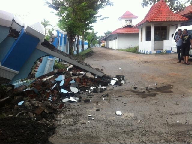 Diterjang Banjir, Puluhan Meter Pagar Terminal Kertajaya Roboh