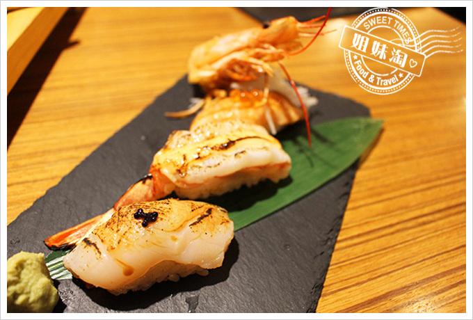 鮨彩壽司-干貝壽司 鮭魚肚壽司 牡丹蝦壽司240元