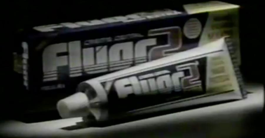 Propaganda antiga do creme dental Kolynos com dosagem extra de flúor