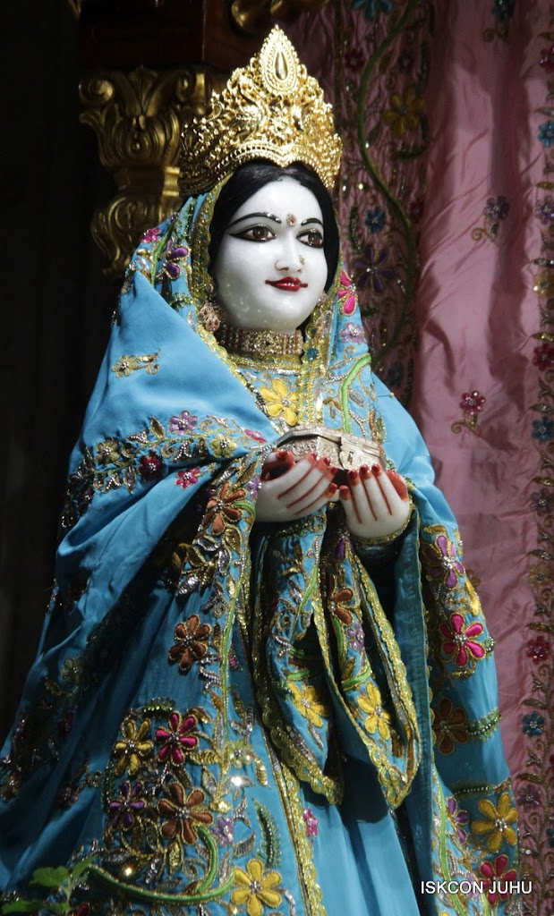 ISKCON Juhu Mangal Deity Darshan on 27 April 2016 (15)