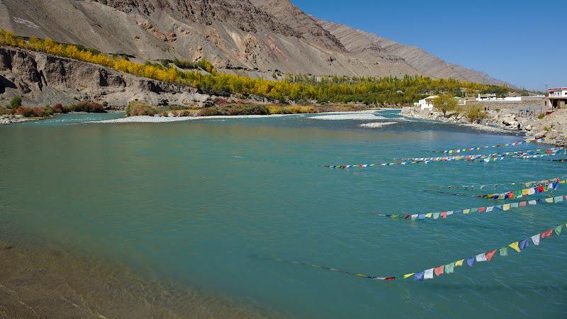 Ajunsi din nou la 3000 de metri si o intalnire cu un Indus neasteptat de albastru.