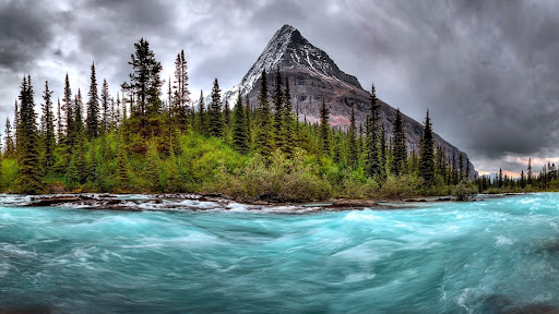 Mount Robson, Mount Robson Provincial Park, Alberta, Canada.jpg
