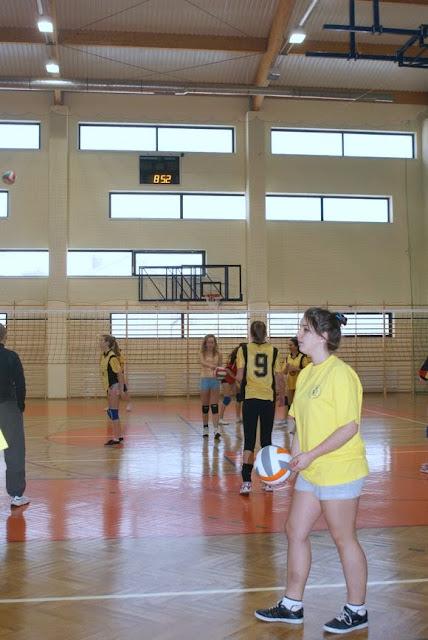 Zawody siatkarskie dziewczat 1 marca 2011 - DSC09264_1.JPG