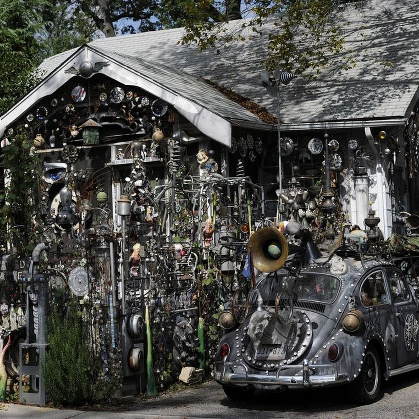 Clarke Bedford's Bizarre Art House And Cars