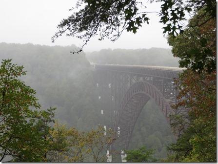 Fayetteville_va_New_river_Gorge_bridge_fog