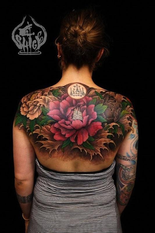 peça_de_volta_flor_de_ltus_da_tatuagem_com_o_snscrito