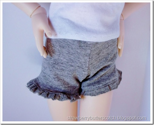 5 a Week: Doll Sized Shorts: Gray Ruffled Shorts