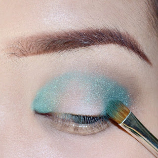 green-halo-eye-makeup-tutorial-using-sariayu-kelimutu-eyeshadow-esybabsy