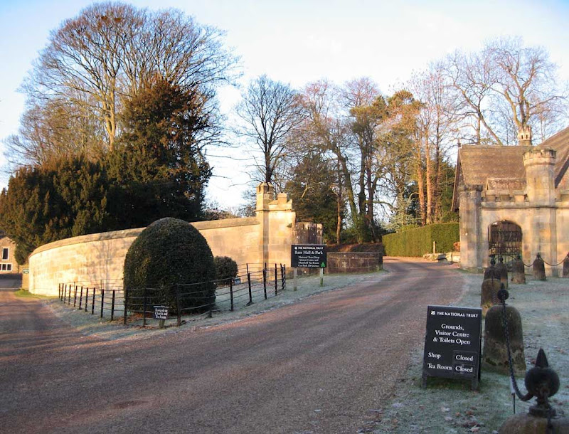 Entrance-to-Ilam-Hall